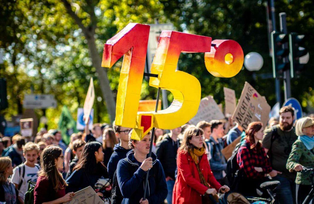 Demo für Klimaschutz und die Einhaltung des 1,5° Ziels des Pariser Klimaabkommens.